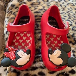 Mini Melissa Disney kissing Minnie & Mickey shoes!